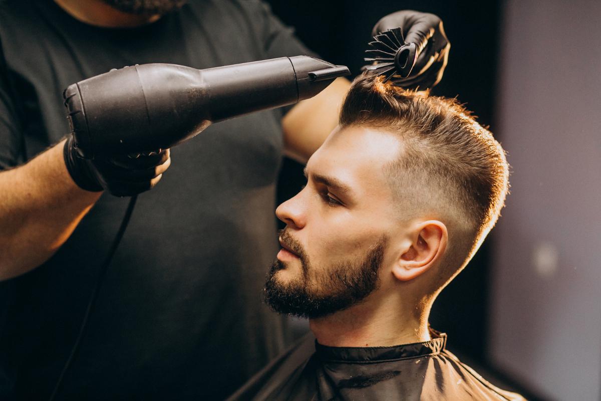 Stylizowanie męskiej fryzury