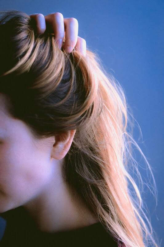 Uniesiona fryzura